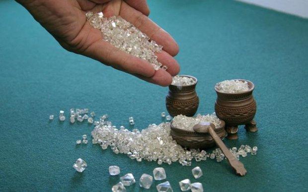 Небо в алмазах: де йдуть дощі з дорогоцінних кристалів