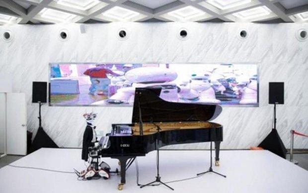 У Китаї виступив робот-піаніст з 53 пальцями