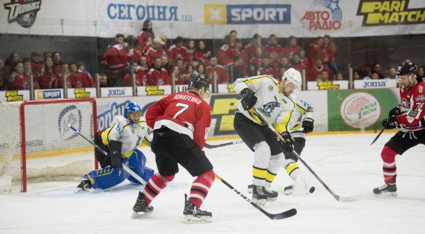 В неуступчивой борьбе определился чемпион Украины по хоккею