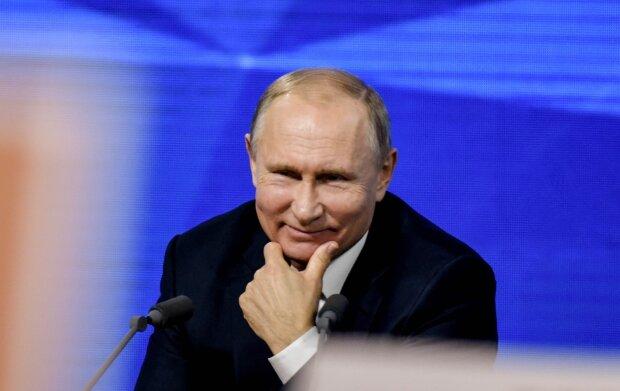 """Путин попрощался с Кабаевой, променяв ее на сочную студентку: """"Кошечка будет ждать дома..."""", фото"""