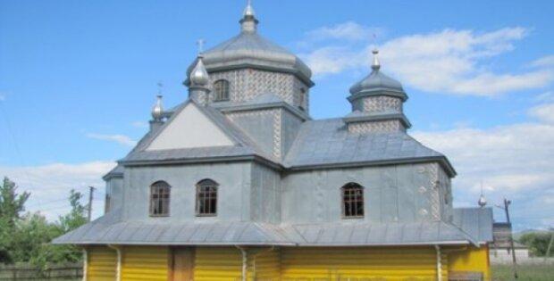 Под Тернополем работник чуть не погиб под куполом церкви - Бог спас