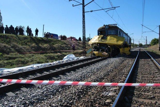 Моторошна ДТП сколихнула Київ: Укрзалізниця ледь не відправила водія на той світ