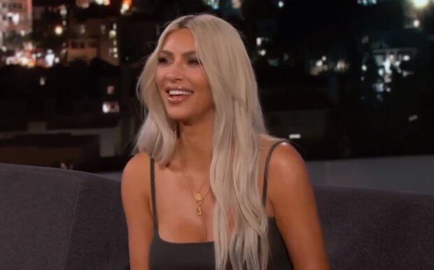 Ким Кардашьян, скрин из видео