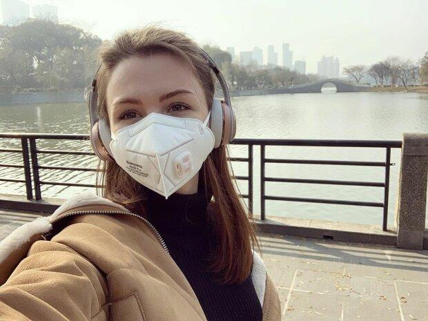 Украинку с собакой бросили в зараженном коронавирусом Китае, послы проговорились