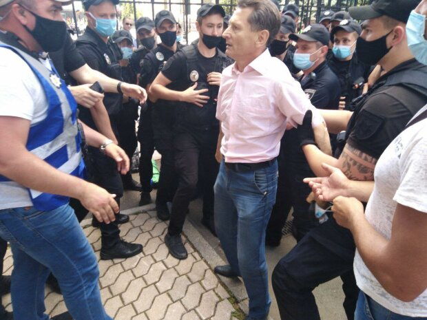 разгон шахтеров из-под Офиса Президента 1 июля 2020 \\ фото из ФБ Михаила Волынца