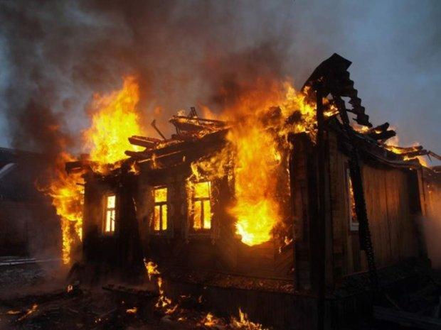 """Под Днепром обнаружили обугленный труп мужчины: сгорел в собственном доме, никто """"не заметил"""""""