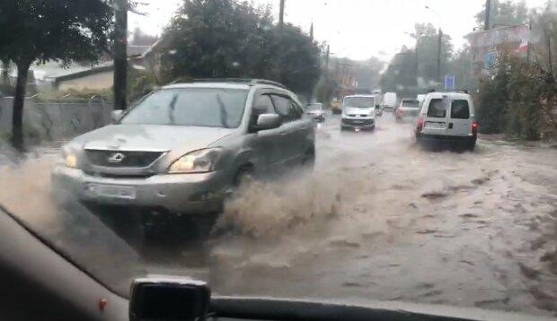 Сильна злива підтопила Чернівці, скріншот