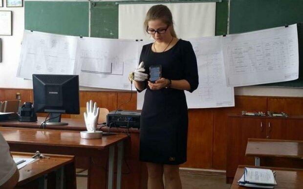 """Українка створила рукавичку, що """"розмовляє"""""""