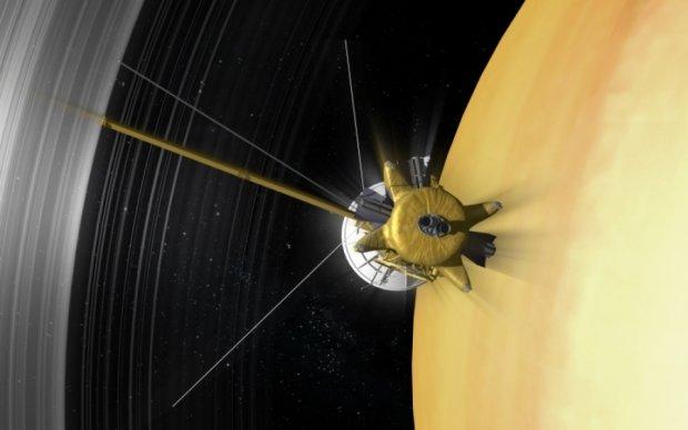 Cassini розгледів Землю між кільцями Сатурна: фото
