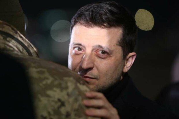 """Головне за ніч: скільки лишилося Зеленському, зарплати в Україні та Європі, вибух на нафтовому заводі та """"обезголовлена"""" Укрзалізниця"""
