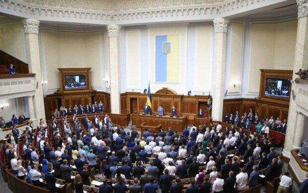 """Аборт без разрешения родителей: украинцев огорошили новым законом, что еще готовят """"слуги народа"""""""