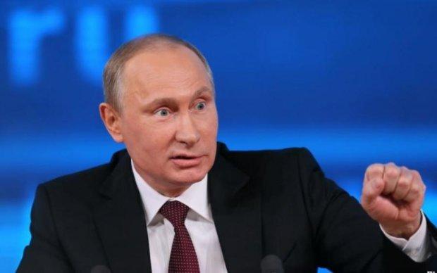 """Осторожно, фейк: кремлевские СМИ показали, как СБУ """"штурмовала"""" базу добровольцев"""
