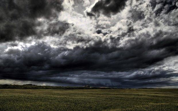 Погода на 4 травня: дощові хмари приклеїлися до України
