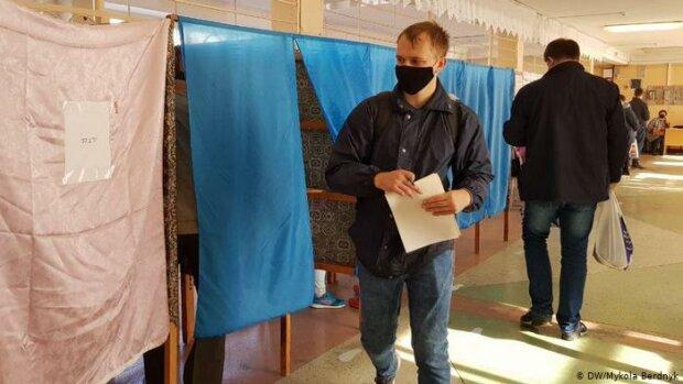 Хмельнитчан признали самыми ответственными на выборах, участки забиты