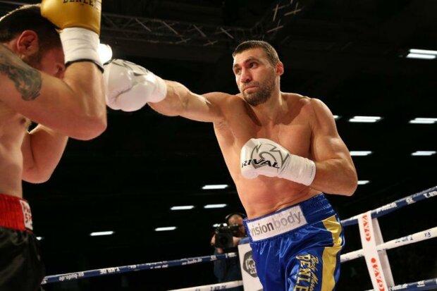 Виктор Выхрист успешно дебютировал в профи-боксе, facebook.com/ECBOXING