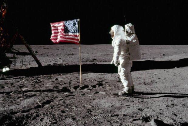 Висадка людини на місяць, NASA