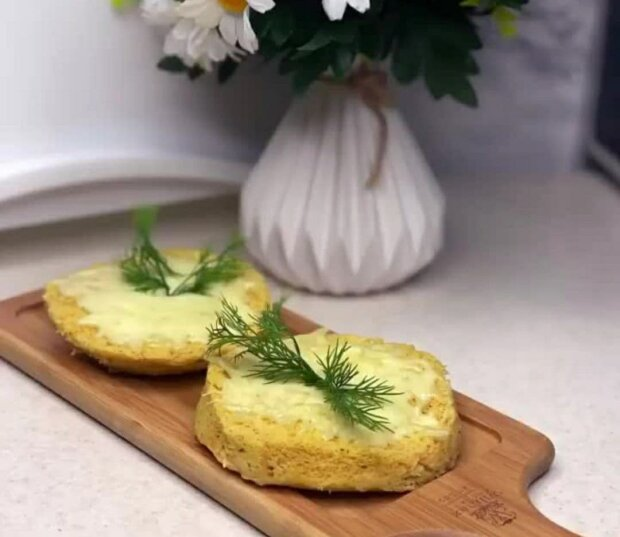 Кукурудзяний хліб у мікрохвильовці, скріншот з Instagram