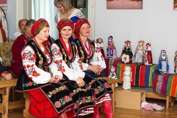 Приміряти образ середньовічної Мотрі: в Одесі стартує унікальна виставка, з Україною в серці
