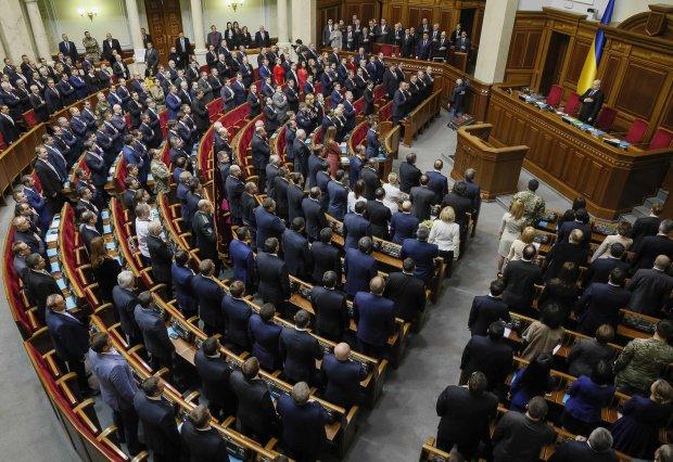 Военное положение и выборы: украинцам все объяснили одной картинкой