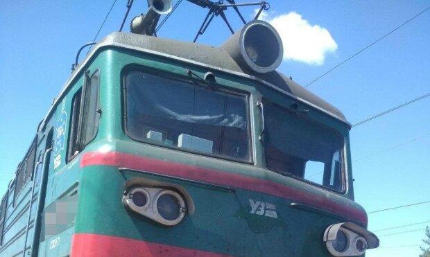 Под Харьковом мужчина влетел под поезд – тело в морге и колеса в крови