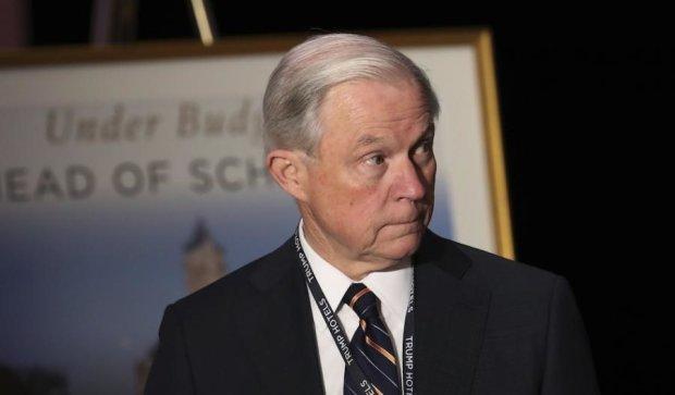 Генпрокурор США відповість за розмови з російським послом перед судом