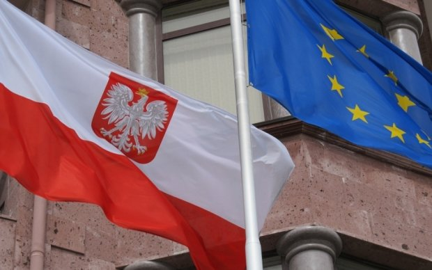 Польша закрыла все дипломатические представительства в Украине