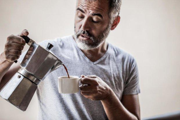 Черный без сахара: в кофе обнаружили лекарство от страшного мужского заболевания