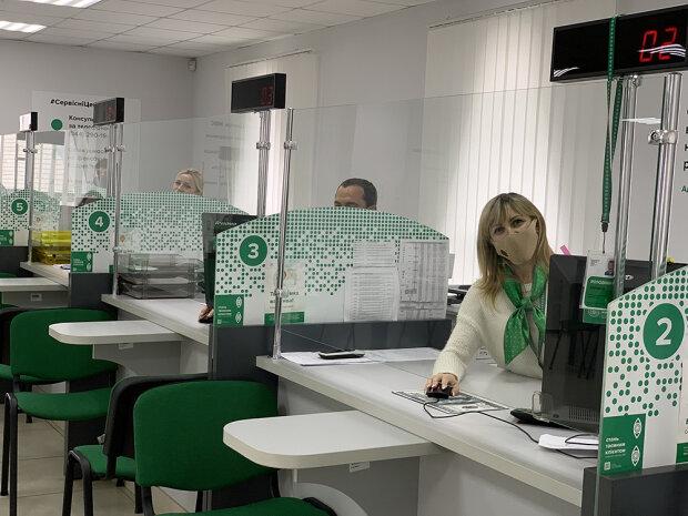 МВС і ДМС відкривають сервісні центри, коли можна прийти за водійським посвідченням і паспортом