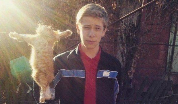В Запорожье подросток фотографирует распятых им котят