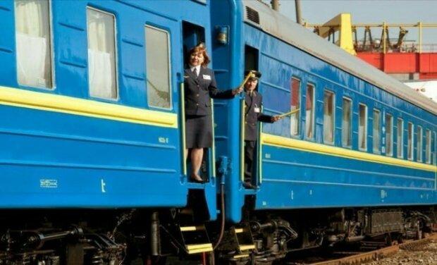 """Ни капли жалости: в поезде """"Киев-Запорожье"""" проводник и пассажиры поиздевались над ребенком с инвалидностью"""