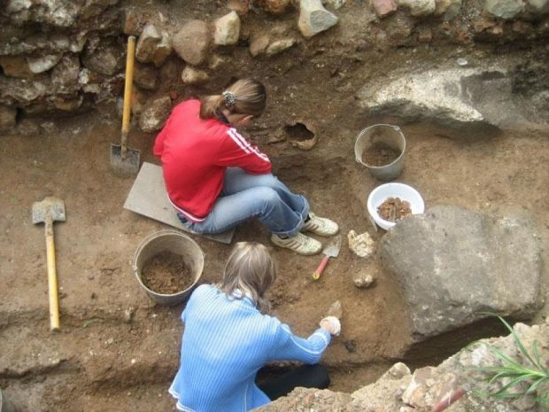 В Ровно раскопали подземный дворец