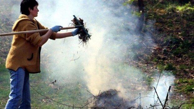 Українцям відкрили очі на непоправну шкоду спаленого листя: у МОЗ показали, що відбувається з повітрям