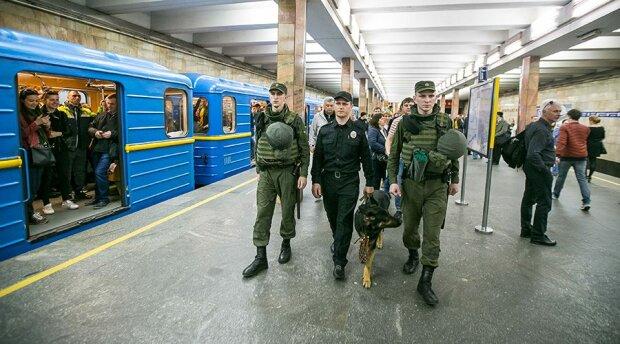 В Киеве парни спрятали наркотики в необычном месте: копы такого еще не видели