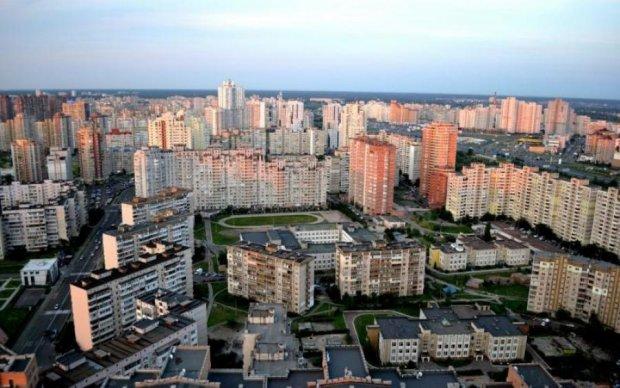 У Києві дівчина розбилася об дах ресторану: перші подробиці
