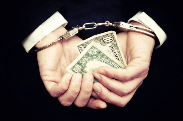 """""""Чиновники категорії Б"""": корупціонери вкрали мільйони гривень і намагалися викинути гроші у вікно"""