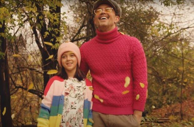 Сергей Бабкин с дочерью, скриншот из видео