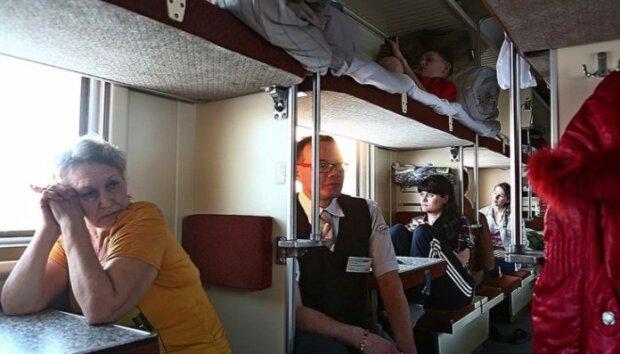 """Скандал в """"Укрзализныце"""" - пассажирке продали билет на несуществующее место"""