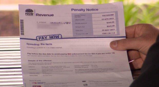 Чоловікові виписали штраф за водіння, фото: 7NEWS
