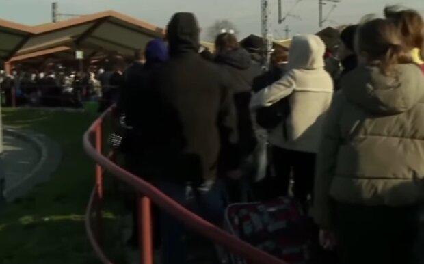 Українці повертаються з Польщі, скріншот: YouTube