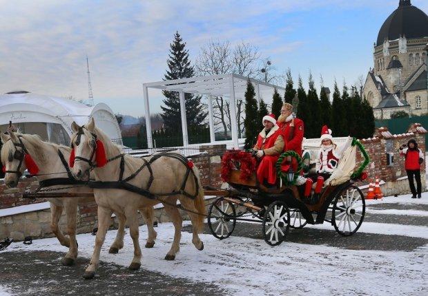 Чарівні сани і новорічне диво: Святий Миколай відкрив резиденцію, маленькі українці у захваті