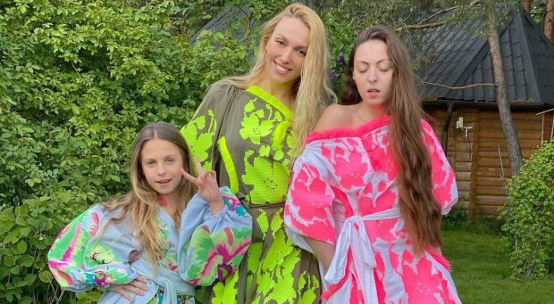Оля Полякова с дочками, фото с Instagram