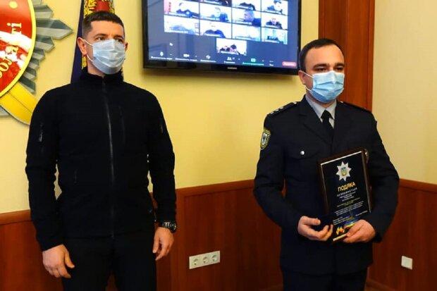 Поліцейських подякували за упіймання злочинця: Facebook поліція Івано-Франківської області