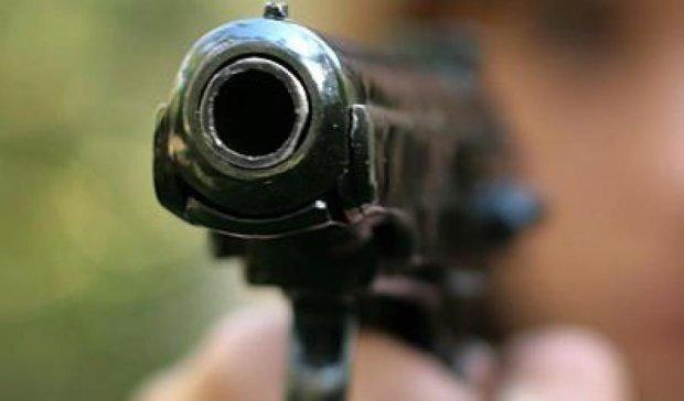 70-летний пенсионер в подъезде расстрелял двух воров