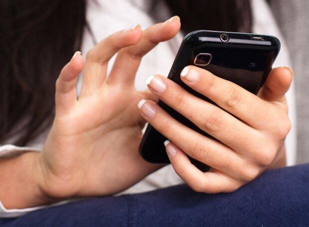 Google Play рандомно рассылает обновления к интерфейсу