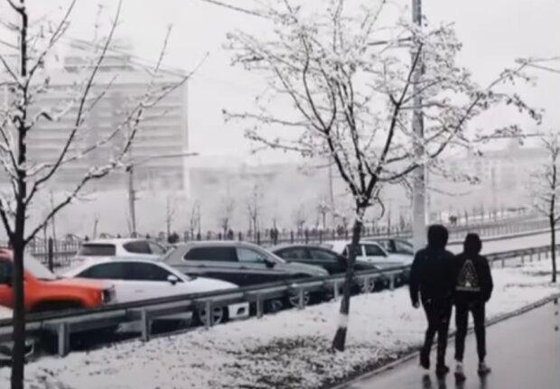 Дороги Тернопільщини перетворилися на ковзанку, ось вам і перший сніг