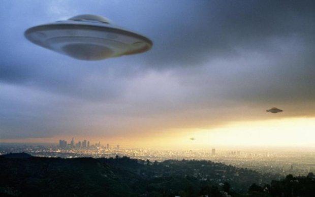 Уфологи доказали, что инопланетяне следят за людьми: видео