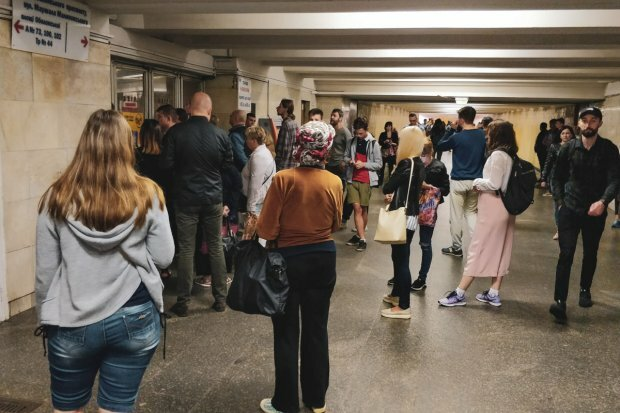 В киевском метро ЧП, поезда внезапно остановились: что происходит