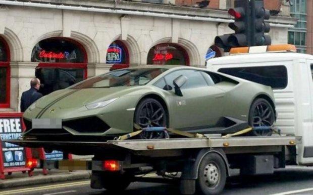 Уникальный Lamborghini Макгрегора эвакуировали за неправильную парковку