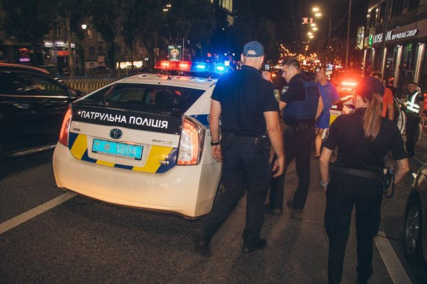 """Летели неистово, сбили человека: очередной """"подвиг"""" киевских копов попал на видео"""
