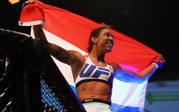 Чемпіонку UFC позбавили титулу